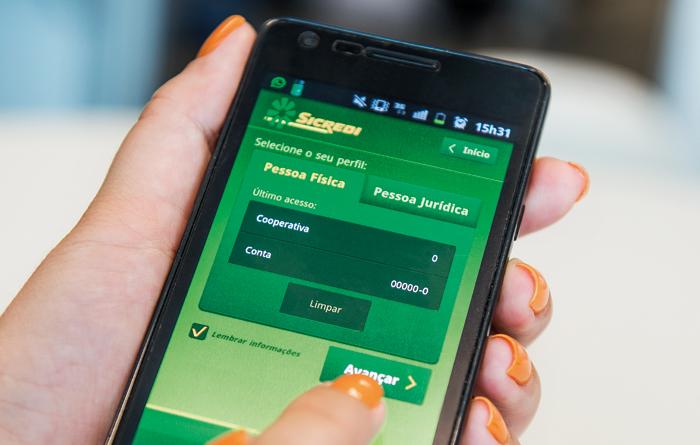 Internet e smartphone respondem por 58,5% das operações realizadas no 1º semestre de 2015. Fique de olho nas dicas de segurança - Foto: Divulgação
