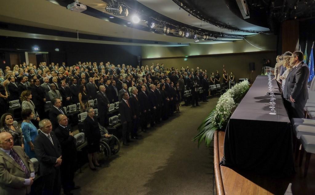 Cerca de 350 convidados assistiram à assinatura do Termo de Posse, lavrada pelo presidente José Martonio Alves Coelho - Foto: Cesar Tadeu