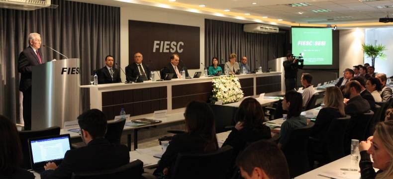 Presidente da FIESC, Glauco José Côrte, na abertura do 1º Seminário Aliança Saúde Competitividade (Foto: Filipe Scotti)
