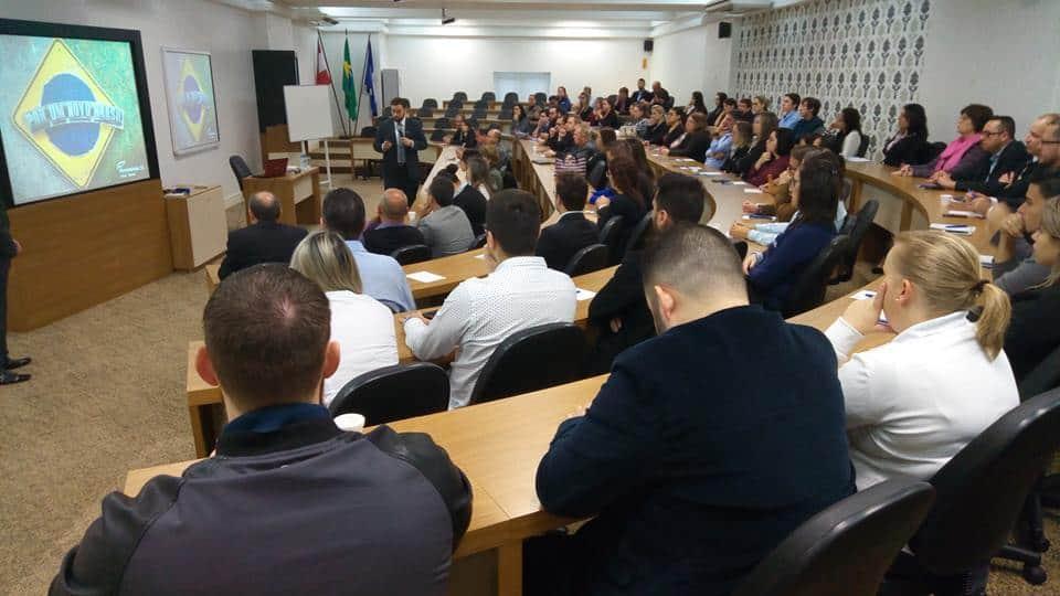 Palestra sobre a Operação Concorrência Leal 3 foi prestigiada por aproximadamente 100 pessoas, que compareceram ao auditório do Sescon/SC em Joinville - Foto: Divulgação