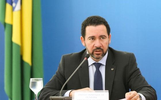 Bloqueio será distribuído entre todos os ministérios, diz ministro