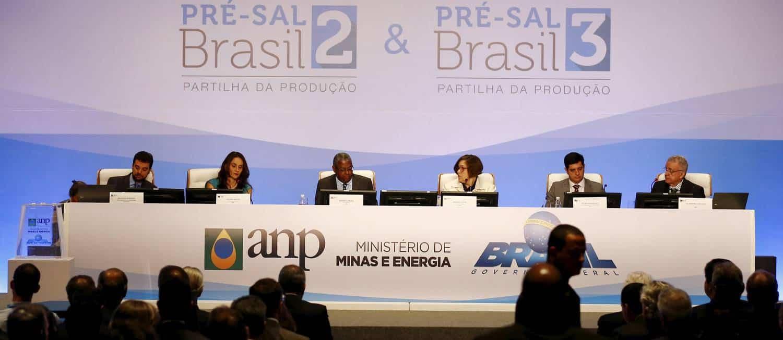 Governo assina seis contratos para exploração do pré-sal