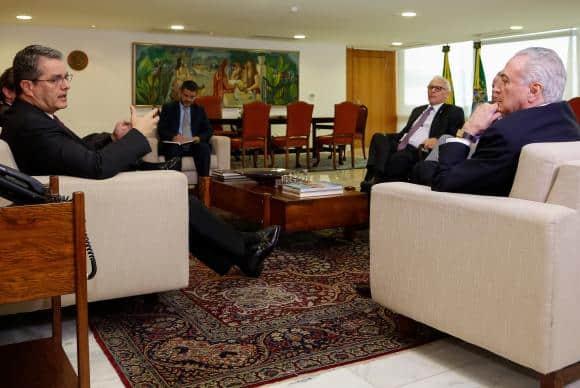 O presidente Michel Temer recebe o diretor-geral da Organização Mundial do Comércio (OMC), Roberto Azevêdo, no Palácio do Planalto