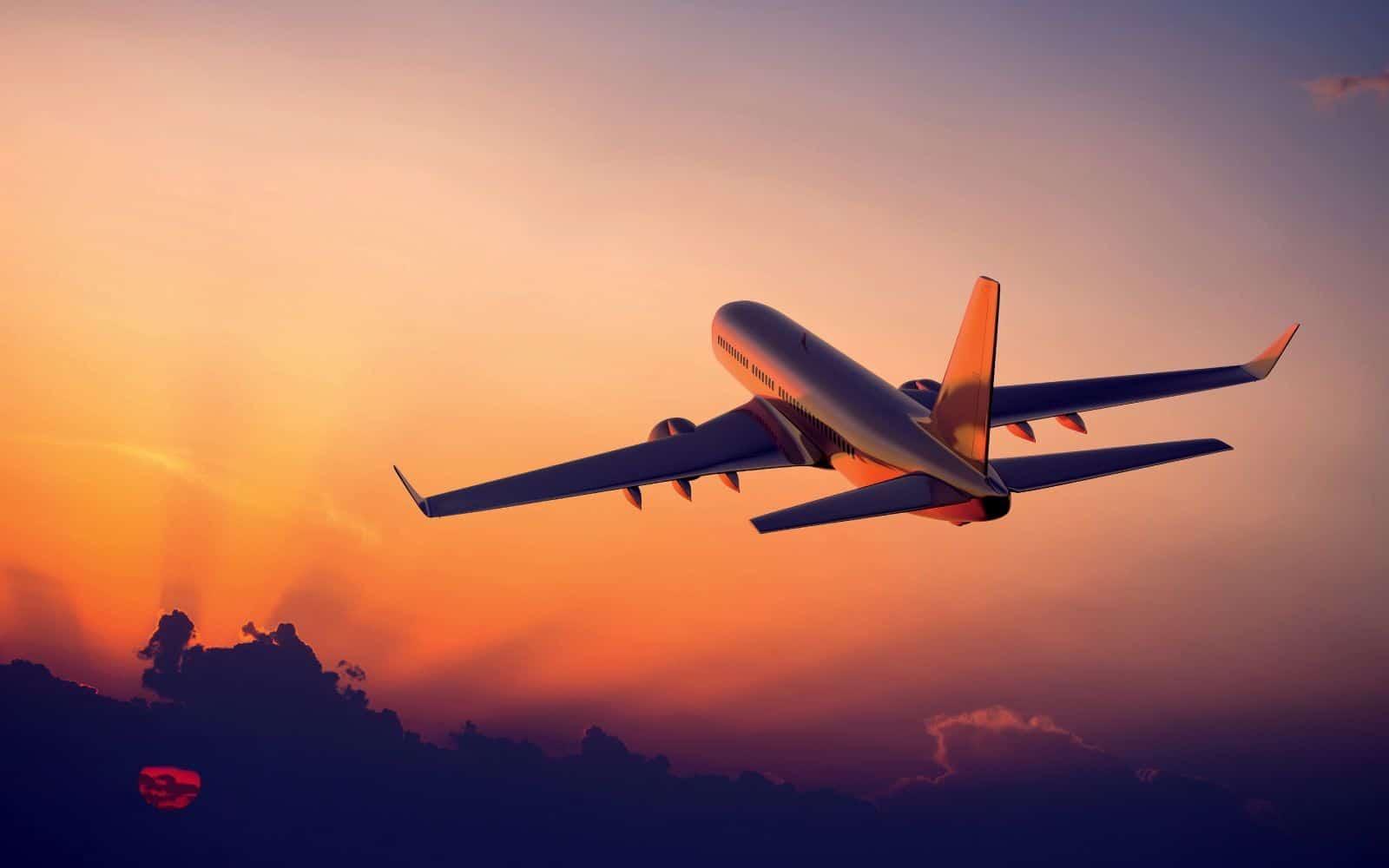 Passagens aéreas puxam para baixo inflação de março