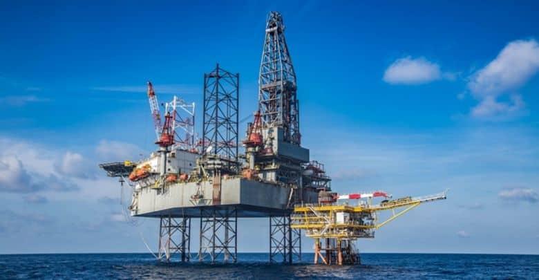 Receitas com leilão de petróleo deverão custear derrubada de vetos, diz Guardia